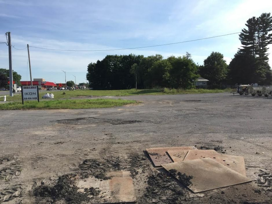 A grocery store chain is hoping to build a store on this vacant land on Saratoga Road in Glenville.