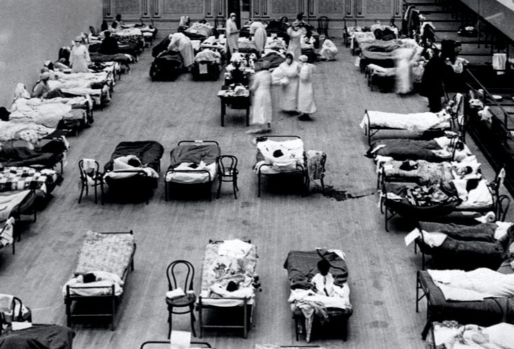 """Members of the American Red Cross treat people suffering from the """"Spanish Flu"""" during the 1918 pandemic."""